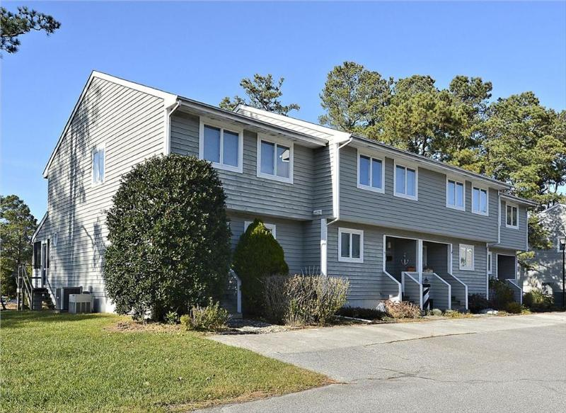 Nice 3 bedroom, 2.5 bath townhouses in quiet community 3/4 of a mile to the beach - Community pool & tennis court available - Image 1 - Bethany Beach - rentals