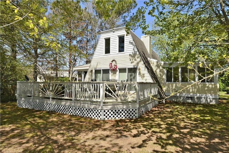 "Very nice 3 bedroom, 2 bath modified ""Retreat"" with large deck and porch. - Image 1 - Bethany Beach - rentals"