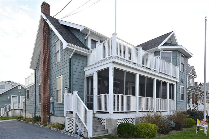 Lovely 5 bedroom, 4 bath home plus den - 1/2 block to the beach! - Image 1 - Bethany Beach - rentals