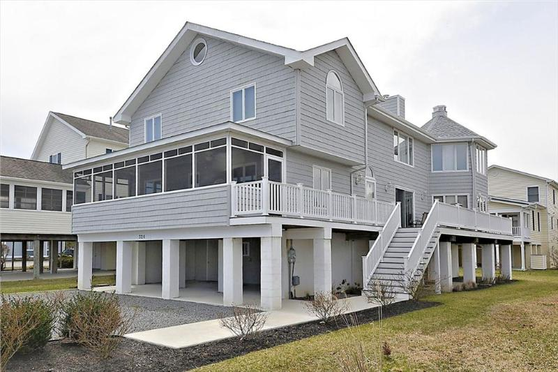 Just under 3 blocks to the beach! Spacious 6 bedroom home with parking! - Image 1 - Bethany Beach - rentals