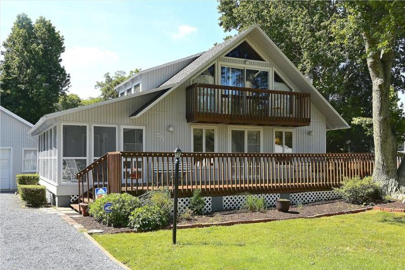 Spacious 5 bedroom home with large deck and screened porch - Image 1 - Bethany Beach - rentals
