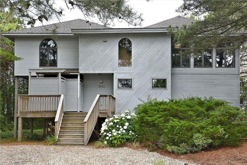 Nice 4 bedroom, 2.5 bath home with rec room. Walk to the ocean! - Image 1 - Bethany Beach - rentals