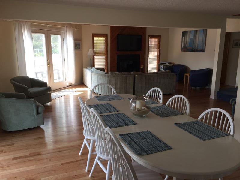 Very clean 6 bedroom home with hot tub! - Image 1 - Cedar Neck - rentals