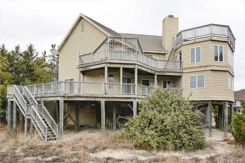 Lovely 6 bedroom home with excellent ocean views. Walk to the beach! - Image 1 - Cedar Neck - rentals