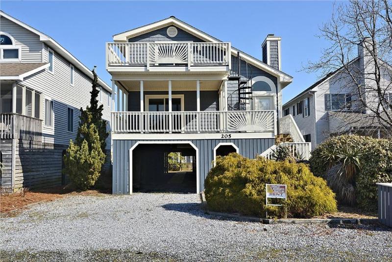 1.5 Blocks to the beach - beautiful 5 bedroom 4 bath house with loft. - Image 1 - Bethany Beach - rentals