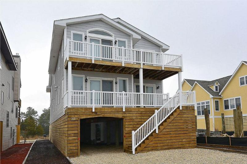 "Less then 2 blocks to the ocean! Situated on the ""Bethany Loop"" canal. Great for bird watching and kayakers. - Image 1 - Bethany Beach - rentals"