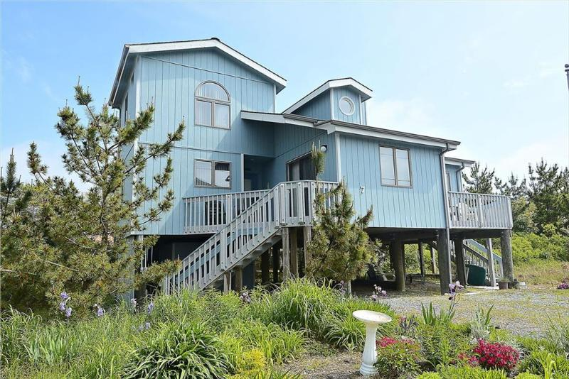 Less than a block to the beach! Large deck with ocean views - Image 1 - South Bethany Beach - rentals