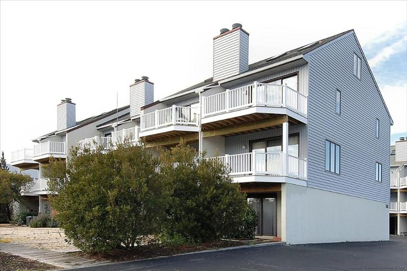 3 bedroom townhouse, only 1 block to ocean - Image 1 - Bethany Beach - rentals