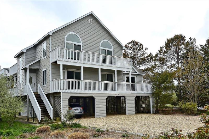 Ocean block home with available pool and tennis courts! - Image 1 - Cedar Neck - rentals