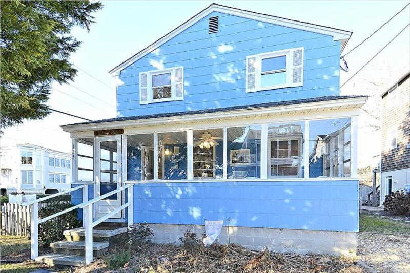 Very neat & clean! Only a block to the beach with 5 bedrooms and screened porch! - Image 1 - Bethany Beach - rentals