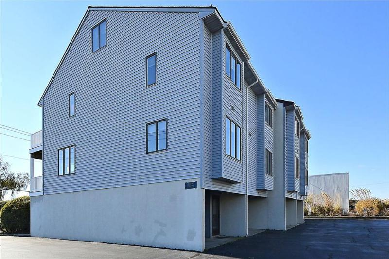 Beach Pebble Square Townhouses - 3 bedroom townhouses, only 1 block to ocean - Bethany Beach - rentals