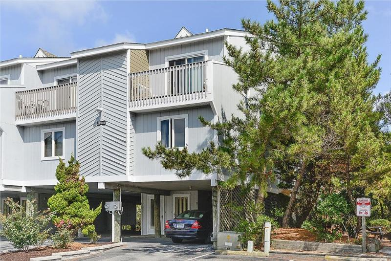 Oceanfront 4 bedroom unit with views over the dunes - Image 1 - Bethany Beach - rentals