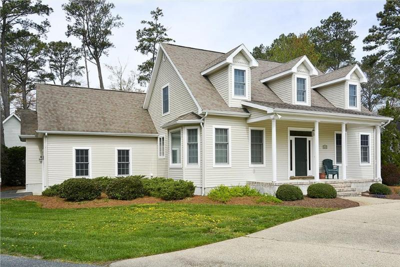 Lovely 3 bedroom corner lot home. Only 3 blocks to the beach! - Image 1 - Bethany Beach - rentals