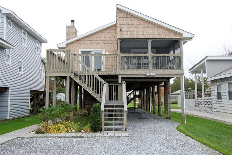 Conveniently located ranch-style home in downtown Bethany. Only 2 blocks to the beach! - Image 1 - Bethany Beach - rentals
