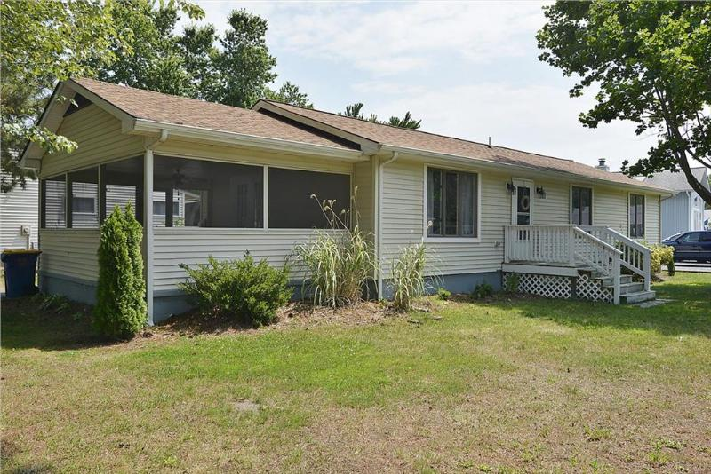 Walk to the beach! 3 bedroom home with large screened porch! - Image 1 - Bethany Beach - rentals