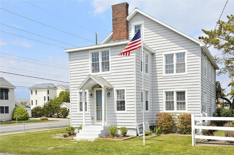 5 Bedroom beach cottage with deck - Image 1 - Bethany Beach - rentals