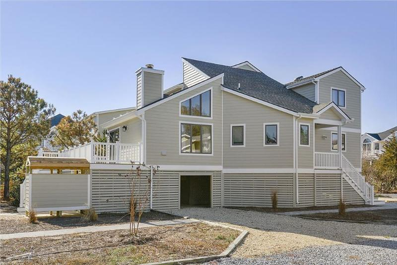 Fantastic Gulls Nest 4 bedroom home with deck and screened porch - Image 1 - Cedar Neck - rentals