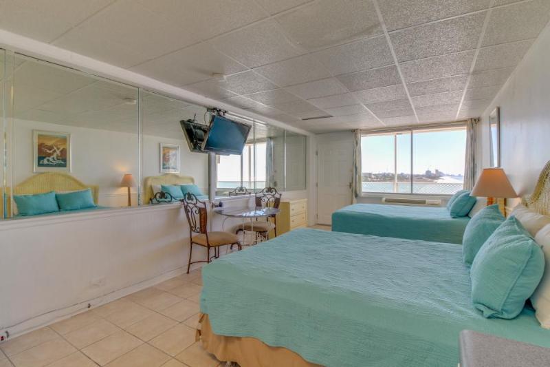 Beachfront studio w/ Gulf views & a shared pool. BBQ & more! - Image 1 - Panama City Beach - rentals