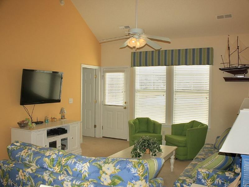 Living room with large flat screen TV - 3b/2.5BA Elegant Decor, 2016 Rates in 2017! - North Myrtle Beach - rentals