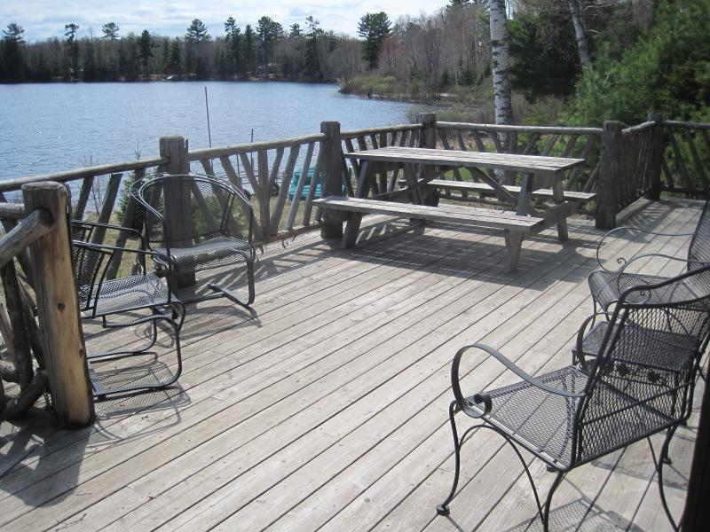 large deck over-looking the water.... - THE   LAKEHAUS - Mercer - rentals