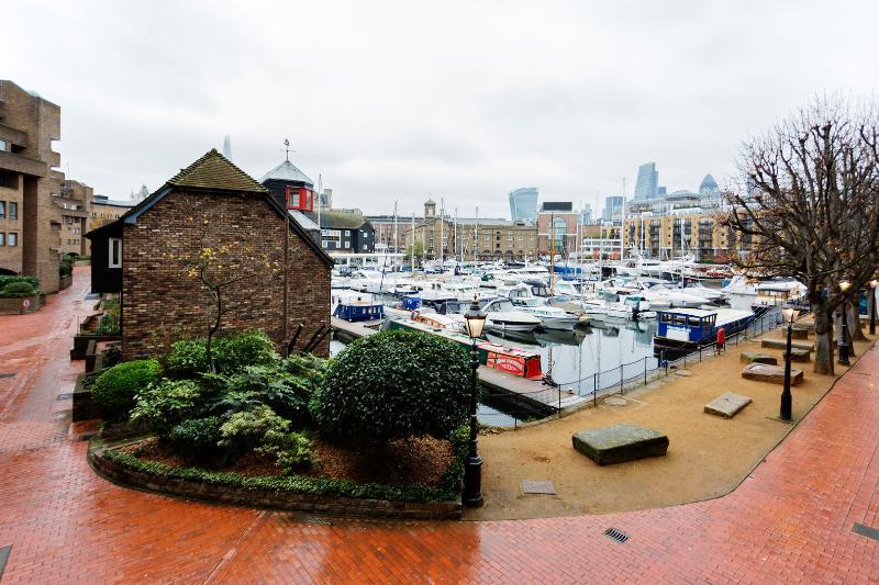 Beautiful & unique views on St. Katherines Dock - sleeps 4 - Image 1 - London - rentals