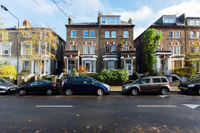 A beautiful and bright one-bedroom home. - Image 1 - London - rentals
