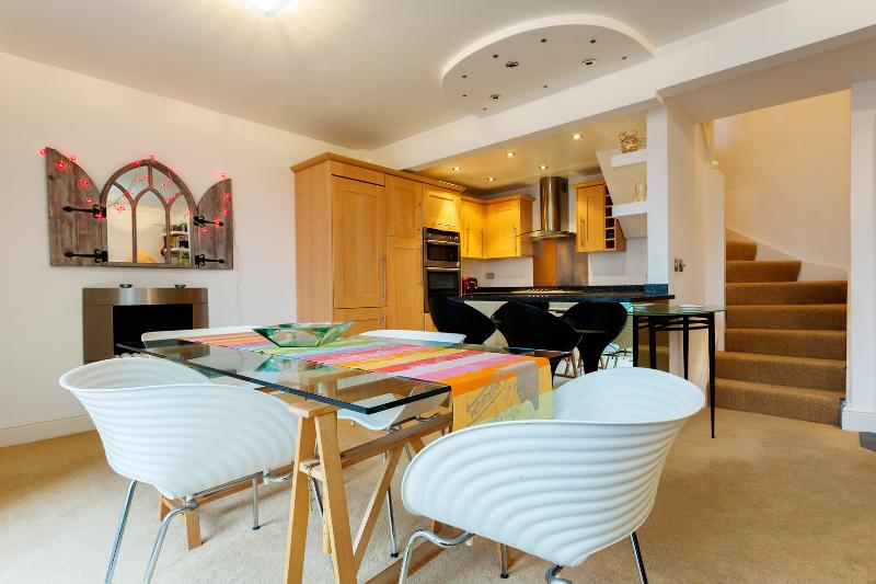 2 bed 2 bath by the canal, Caledonian Road, Islington - Image 1 - London - rentals