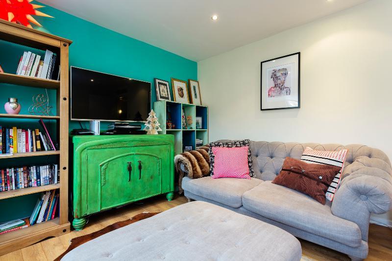 Two-bed maisonette, Wontner Close, Islington - Image 1 - London - rentals