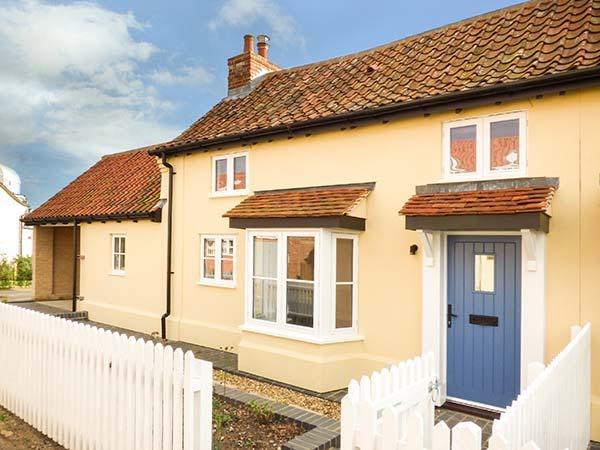 DAISY COTTAGE, character, semi-detached cottage, woodburner, dog-friendly, walks from the door, close to coast, in Friston, Ref 932749 - Image 1 - Friston - rentals