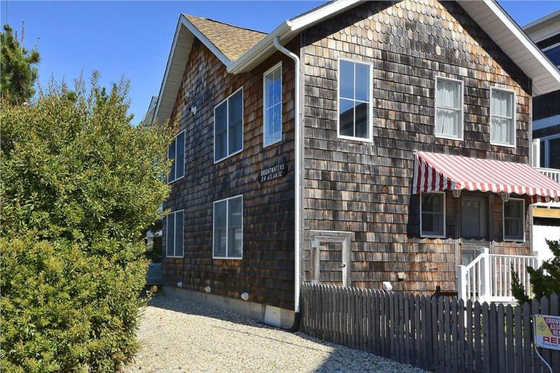Lovely & comfortable 4 bed, 3 bath ocean view home - less than 1/4 block to the beach! - Image 1 - Bethany Beach - rentals