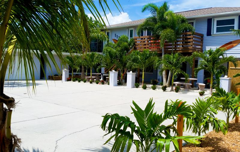 Enjoy unmatched amenities at The Highview! FREE Bikes, Kayaks, SUP's and more! - Image 1 - Manasota Key - rentals