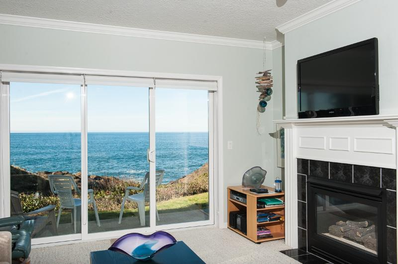 Oceanfront Living Area - Sea For Two - *Promo!* Oceanfront, Single Bedroom Condos - Indoor Pool, Jacuzzi and More! - Depoe Bay - rentals