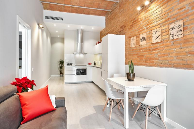 Living Room - Marina Vintage Apartment with balcony (3BR) - 15% DISCOUNTED PRICE: SUMMER & FALL STAY PROMO - Barcelona - rentals