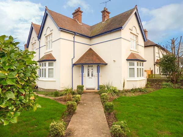 LILY HOUSE, detached and spacious cottage, woodburner, WiFi, enclosed garden, close to beach, Minehead, Ref 922415 - Image 1 - Minehead - rentals