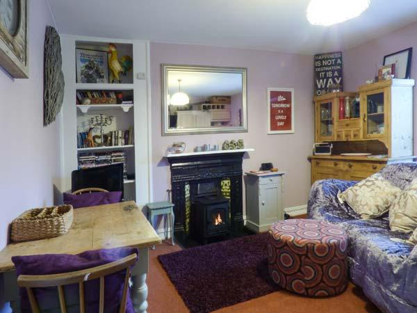 LAVINLEIGH STUDIO, first floor, king-size double bedroom, parking, pet-friendly, in Wadebridge, Ref 930518 - Image 1 - Wadebridge - rentals