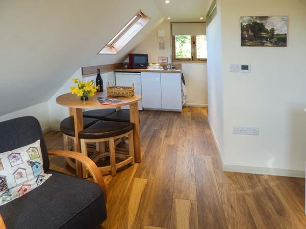 THE HAY WAIN, studio apartment, village location, walks and cycling nearby, in Romaldkirk, Ref 933879 - Image 1 - Romaldkirk - rentals