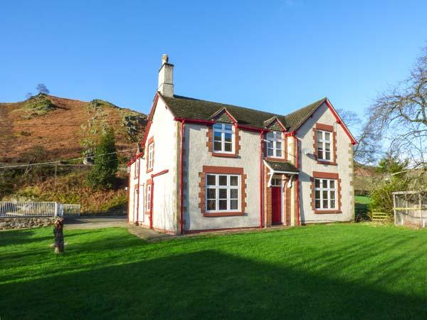 THE FARM HOUSE, pet-friendly house with hot tub, en-suites, BBQ hut, games room, WiFi, Llangollen Ref 916979 - Image 1 - Llangollen - rentals