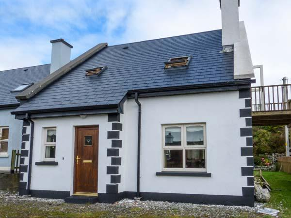 ACHILL COTTAGE detached, en-suite, solid fuel stove, close to beach in Achill Island Ref 928659 - Image 1 - Achill Island - rentals
