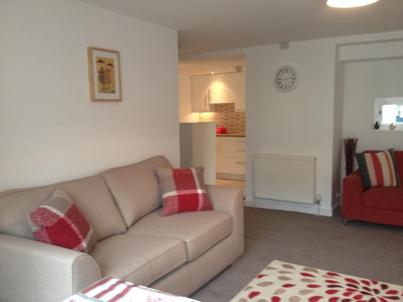 The lounge with 2 sofas and a dining table that extends to seat 6 guests - Three bedroom city apartment with parking - Edinburgh - rentals