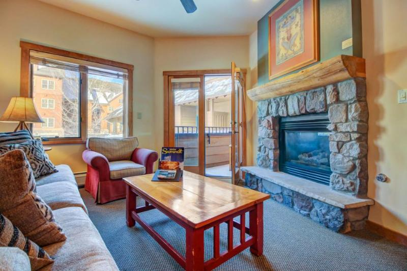Cozy lodge-style condo close to slopes w/hot tub & pool! - Image 1 - Keystone - rentals