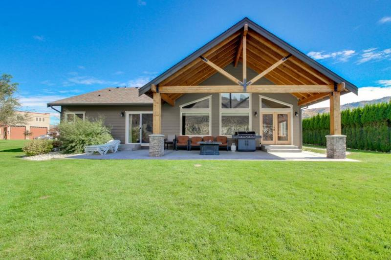 River/lakefront chalet w/private hot tub & river access! - Image 1 - Chelan Falls - rentals