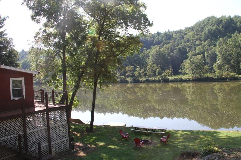 River Mist Retreat - on the banks of the New River - Riverfront home on 40 Acres-5 Minutes from N.R.T. - Fries - rentals