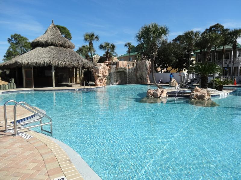 Beautiful Pool Area. In Season The Tiki Bar & Grille Serves Food And Beverages. - Poolside Purple Parrot/Check Out Our Low Rates! - Perdido Key - rentals