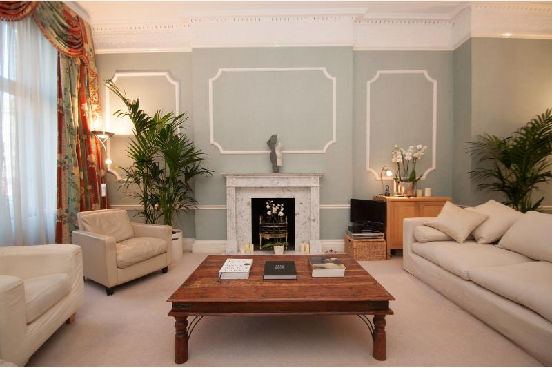 Russell Square, premiere London address, 2 bedroom with terrace - Image 1 - London - rentals