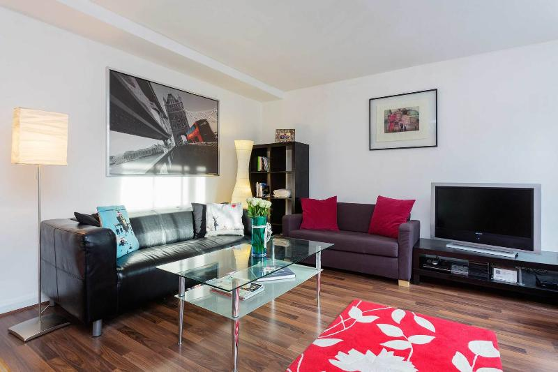 A comfortably modern one-bedroom apartment in the historic area of Spitalfields. - Image 1 - London - rentals