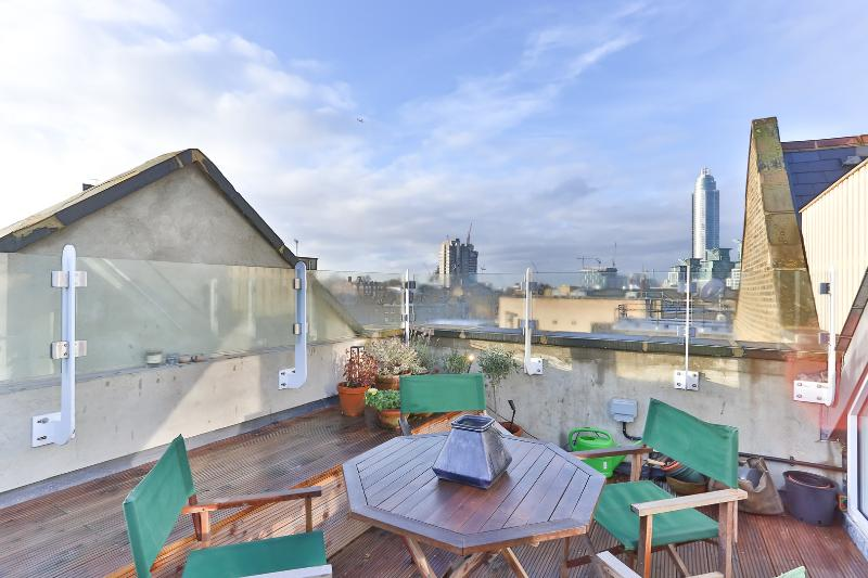 A contemporary two-bedroom apartment in diverse Vauxhall. - Image 1 - London - rentals