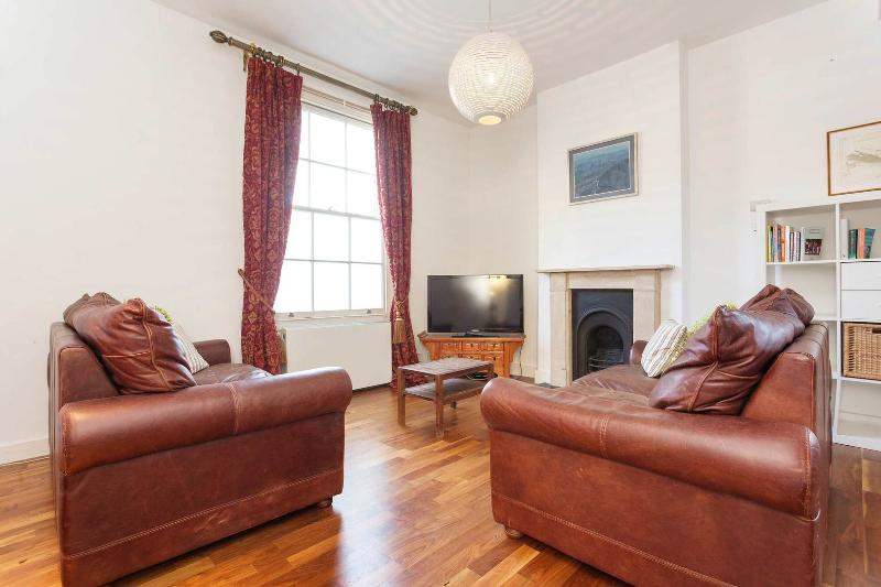A sweet little lodge house within a gated community in Hoxton. - Image 1 - London - rentals