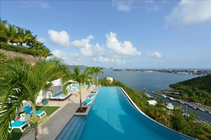 5 bedroom villa with spectacular view from the lagoon to the ocean - Image 1 - Terres Basses - rentals