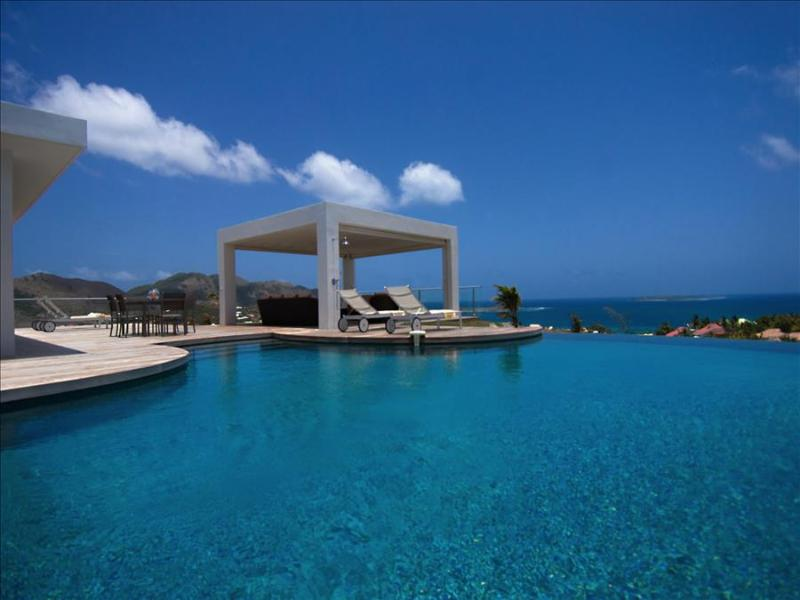 perfect holiday spot for families and couples modern 4 bedroom villa - Image 1 - Orient Bay - rentals