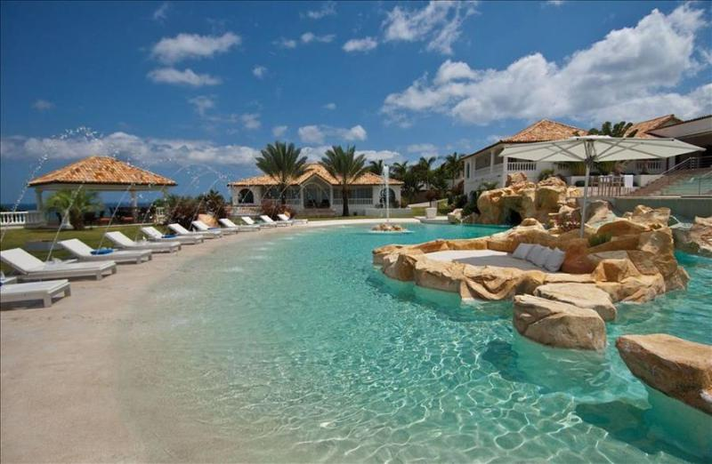 Luxurious 6 bedroom villa with staff, gym, private pool and beach - Image 1 - Terres Basses - rentals